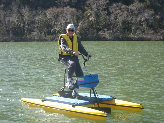 Lake Austin Spa Resort : Lake activities include hydrobiking, kayaking and a boat cruise on Lake Austin.