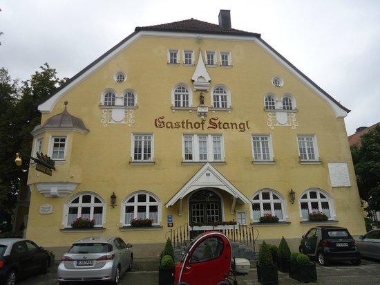 Hotel Gutsgasthof Stangl: Main restaurant enterance