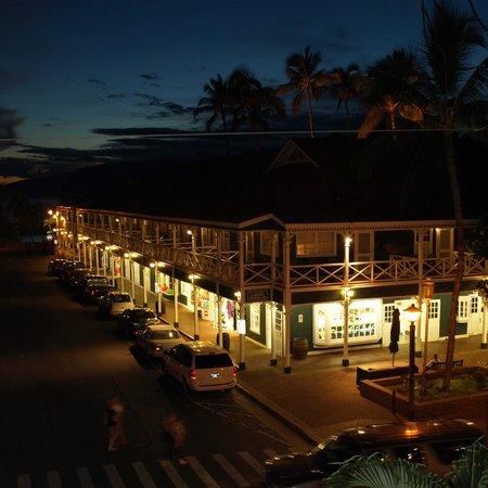 BanyanTreats evening shot, on the corner of the Pioneer Inn Shops.