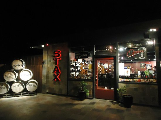 STAX Wine Bar & Bistro: Entrada