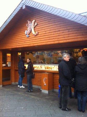 Bratwursthaus: Order and eat outside