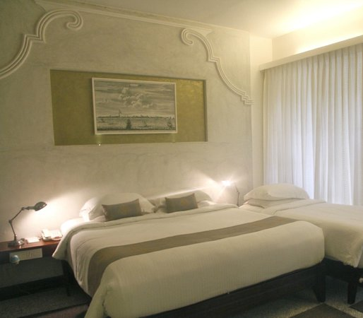 Eighth Bastion Hotel: Plushy, dreamy bed!