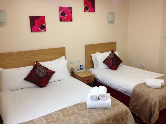 BEST WESTERN London Ilford Hotel: La nostra camera (una tripla per due)