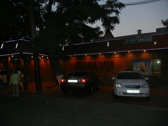 Restaurant Jumanji: Jumanji at night