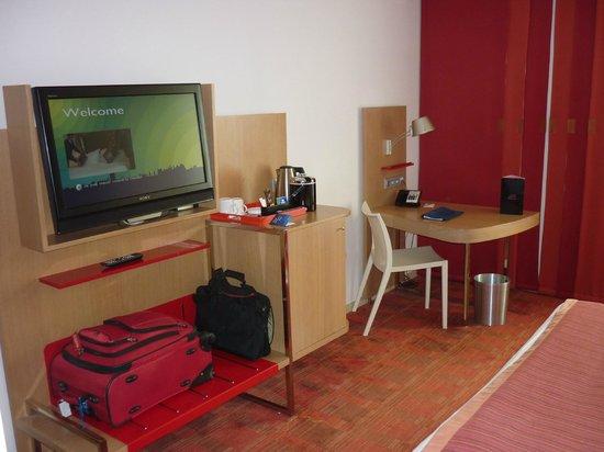 Radisson Blu Hotel, Toulouse Airport: TV