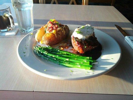 Shilo Restaurant: Dinner is served, mmmm