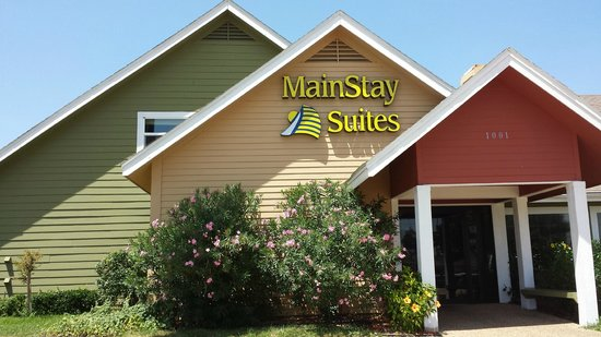 MainStay Suites: Hotel Main Entrance