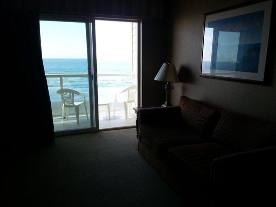 Elizabeth Oceanfront Suites: Durchblick zum Meer