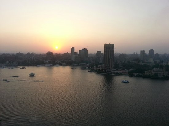 Four Seasons Hotel Cairo at Nile Plaza: Now that's what I call a sunset :-)