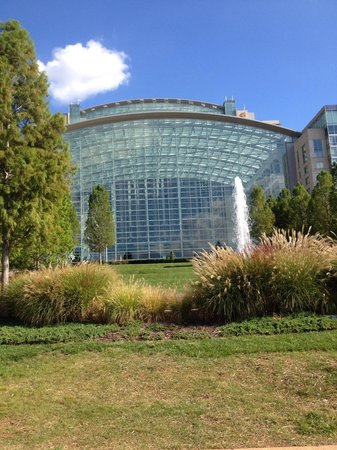 Gaylord National Resort & Convention Center: View from outside on the Patomac River side