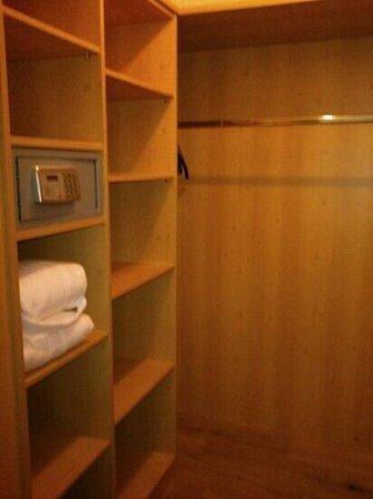 Hotel Alpenblick: cabina armadio