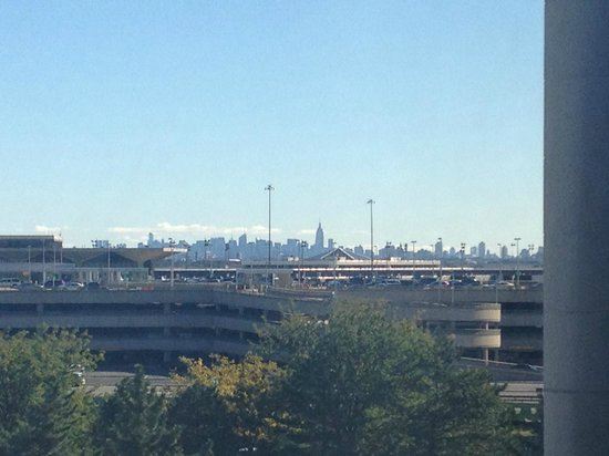 Newark Liberty International Airport Marriott: View of NYC from room