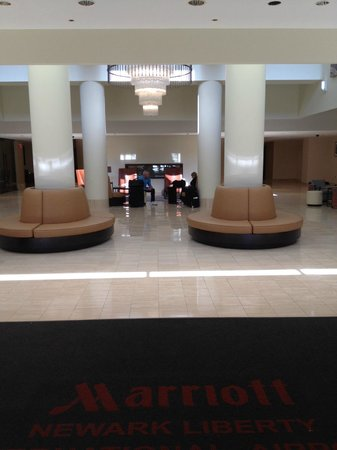 Newark Liberty International Airport Marriott: Lobby