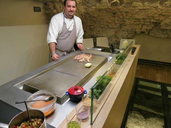 ristorante gellius lo chef nella cucina a vista