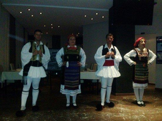 Morfeas Hotel : Greek dancers at the greek night