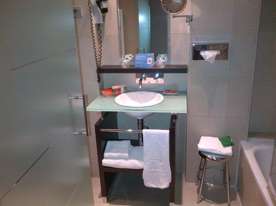 NH Collection Sevilla: Salle de bain