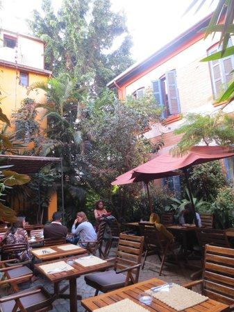 Hotel Sakamanga : outside seating