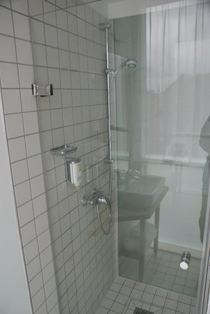 BEST WESTERN Hotel Berlin-Mitte: En-suite Shower Area