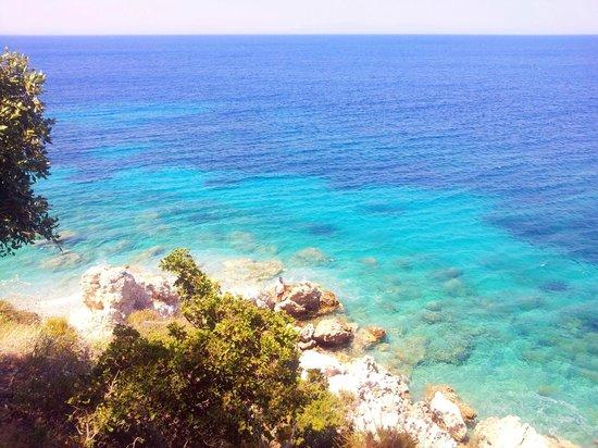 Blue Sea: Один из ближайших пляжей. Лимонакия.