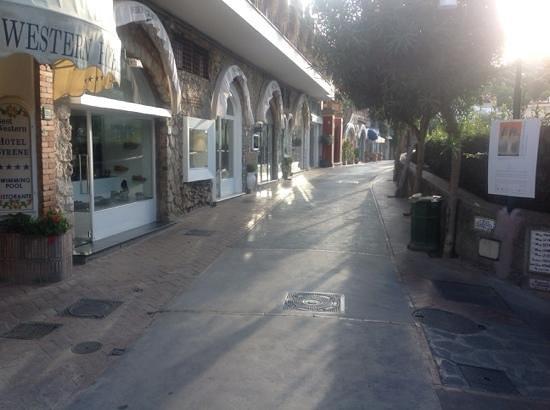 Hotel Syrene, BW Premier Collection : l'ingresso dell'hotel si intravede sulla sinistra