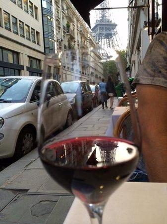 Au Bon Accueil: table with a view!