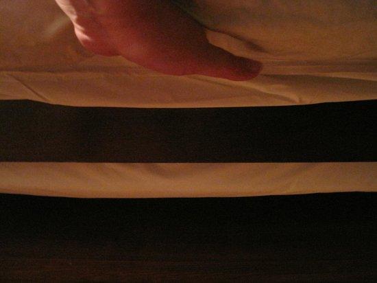 Hollerstown Hill: Shallow, hard mattress with much smaller hard, shallow platform beneath.