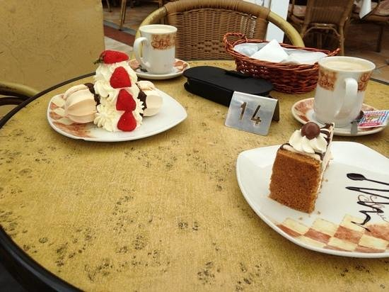Cozy Cafe : best cakes we have ever had!!!!!