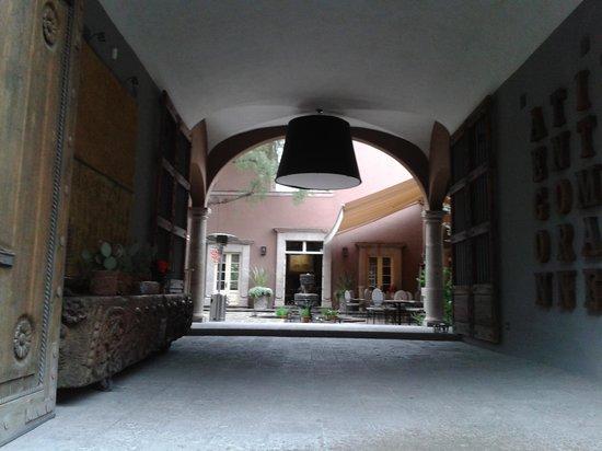 Hotel Nena: Entrada