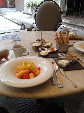Hotel Nena: Parte de nuestro desayuno, pan recien hecho una delicia