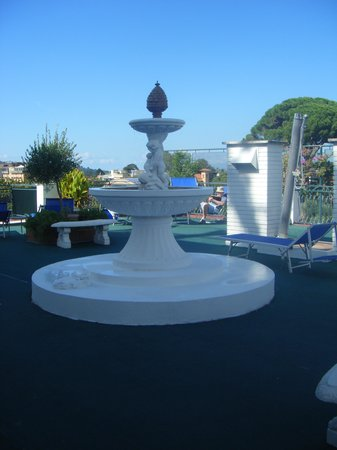 Majestic Palace Hotel: The fountain