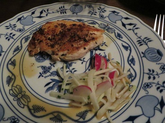 Ambiente Lokal: Chicken grilled with mushroom sauce [tiny mushrooms]