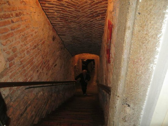 Ambiente Lokal: Stairs to cellar