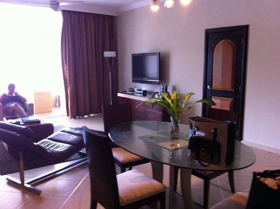 The Crown Villas at Lifestyle Holidays Vacation Resort: Living room president suit 37&38