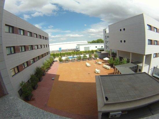 Hotel Avant Aeropuerto: Piscina y zona de relax