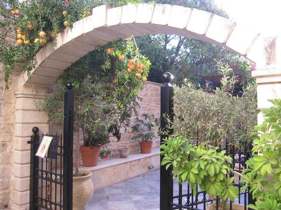 Casa Vitae Hotel: Eingang zum Innenhof