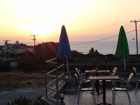 Nireides Villas: il tramonto dalla piscina