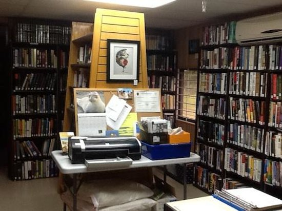 Culebra Public Library: Main library room showcasing wonderful Spanish literature collection, fiction and non-fiction