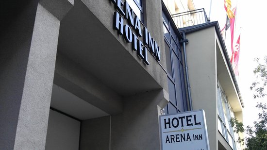 Hotel Arena Inn: Entrance to the hotel