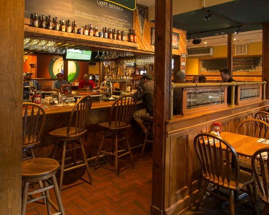 E W Beck's Pub: Warm welcoming interior