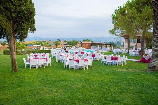 Country House San Pietro: giardino ristorante