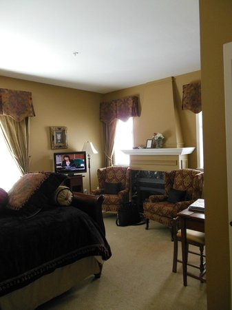 Beacon Inn at Sidney: One of 2 rooms on main floor