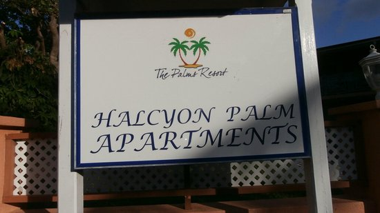 Halcyon Palm: front entrance