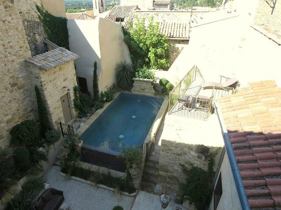 Les Remparts: The pool and courtyard from above