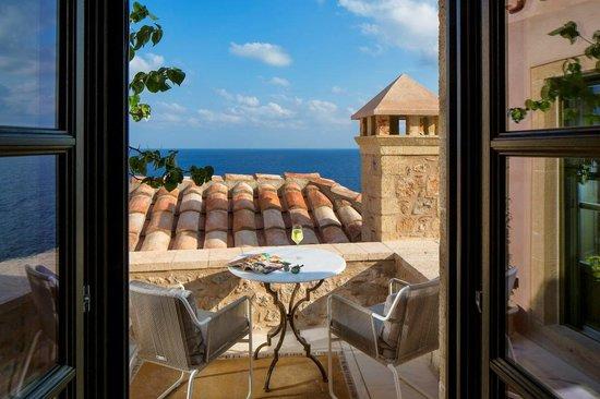 Moni Emvasis Luxury Suites: Junior Suite