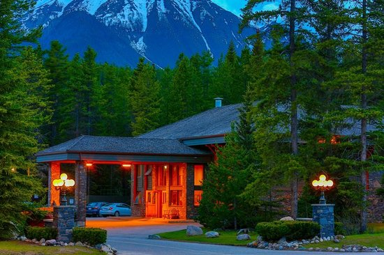 Photo of Mountaineer Lodge Lake Louise