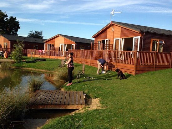 Yaxham Waters Holiday Park: Fishing