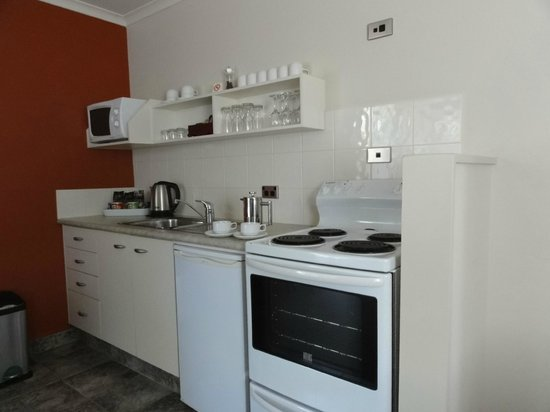 Ballina Motel : Two bedroom apartment (ground floor) kitchen