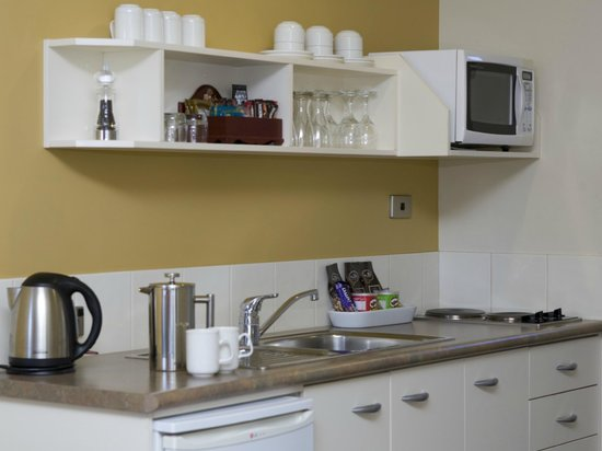 Ballina Motel: Two bedroom apartment (first floor) kitchenette