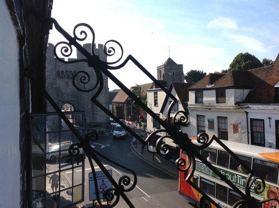 The Falstaff in Canterbury: dalla finestra