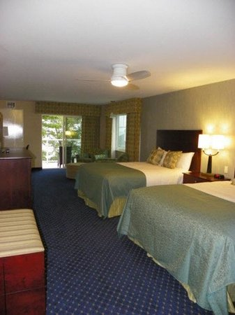 Atlantic Oceanside Hotel and Event Center: Atlantic Oceanside Double Double Guest Room
